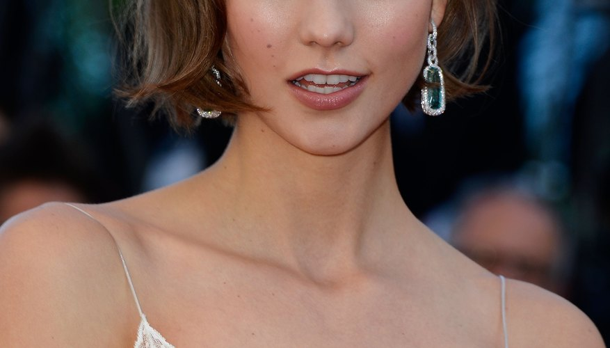 Mimic Karlie Kloss's sultry gaze with your very own smokey eye.
