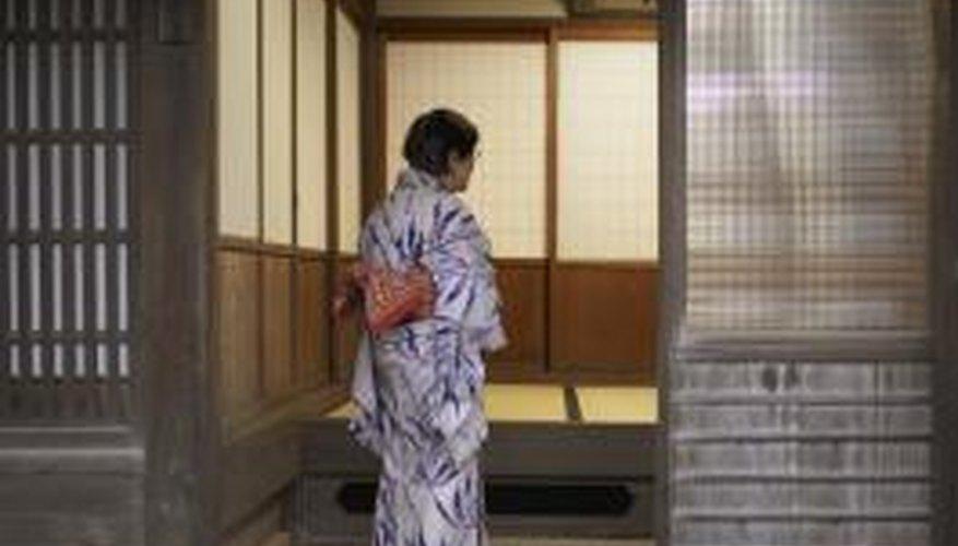 Kimonos were fashionable in the 1940s.