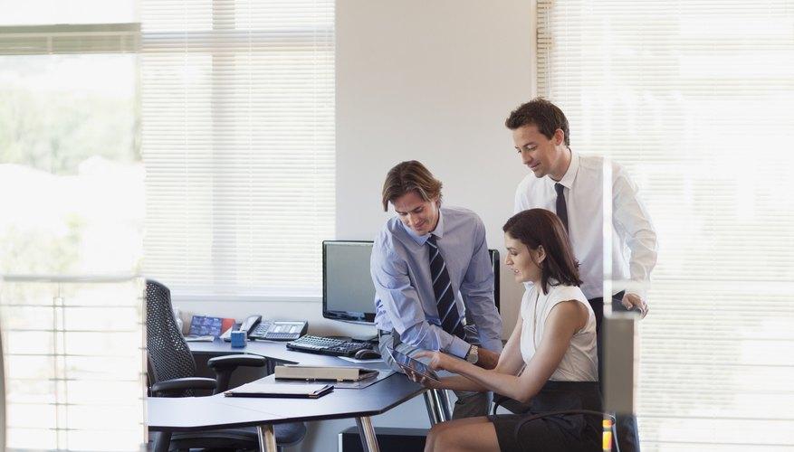 Extend your PC desktop via Wi-Fi or USB.