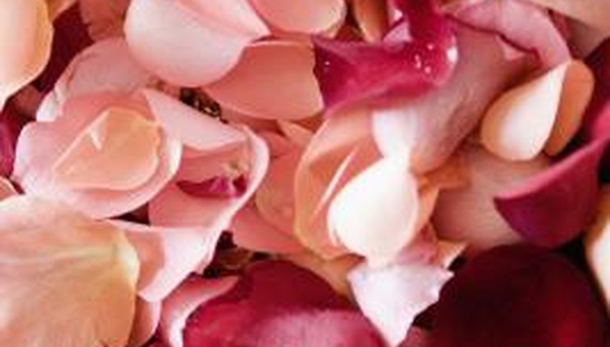 Rose petals add a delicate scent to your ironing water.