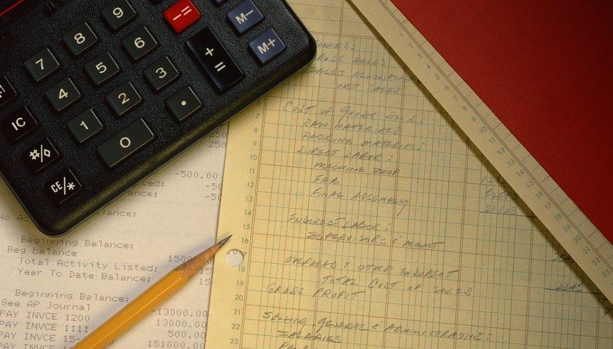 Algunas negocios, sobre todo pequeños, optan por procesar el cierre de mes en diarios escritos a mano.