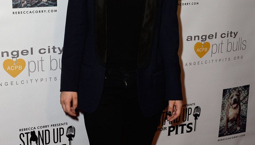 Actress Kaley Cuoco styles a black blazer with a simple pendant necklace at an L.A. event in 2013.