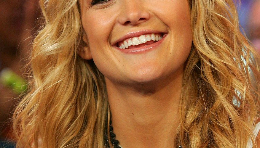 Kate Hudson rocks soft, glamorous curls that work with her natural hair texture.
