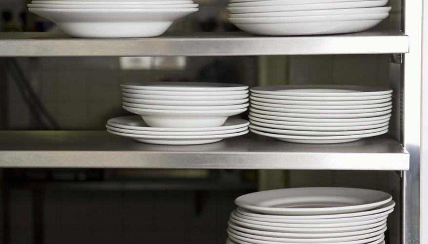 Compra platos, vasos, vajilla y servilletas al por mayor.
