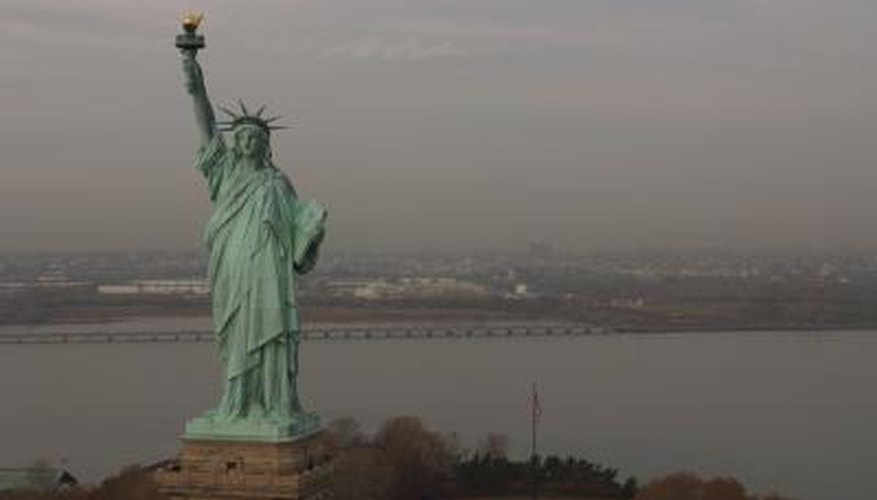 Make a costume that looks like the Statue of Liberty.
