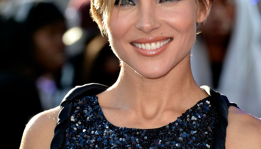 Actress Elsa Pataky rocks a pixie cut at the