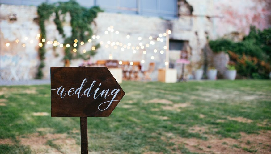 What to Write in a Wedding Card