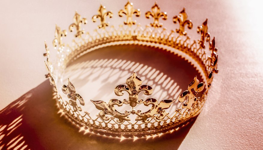 What Are the Characteristics of a Monarchy?