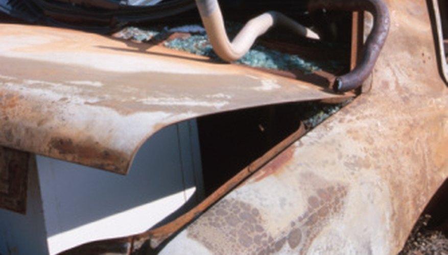 Los autoviles recuperados y el reciclaje de partes tienen muchas regulaciones adjuntas.