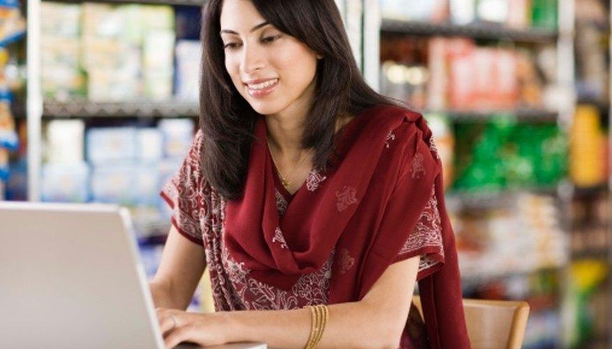 Las computadoras son herramientas esenciales de comunicación en los negocios.