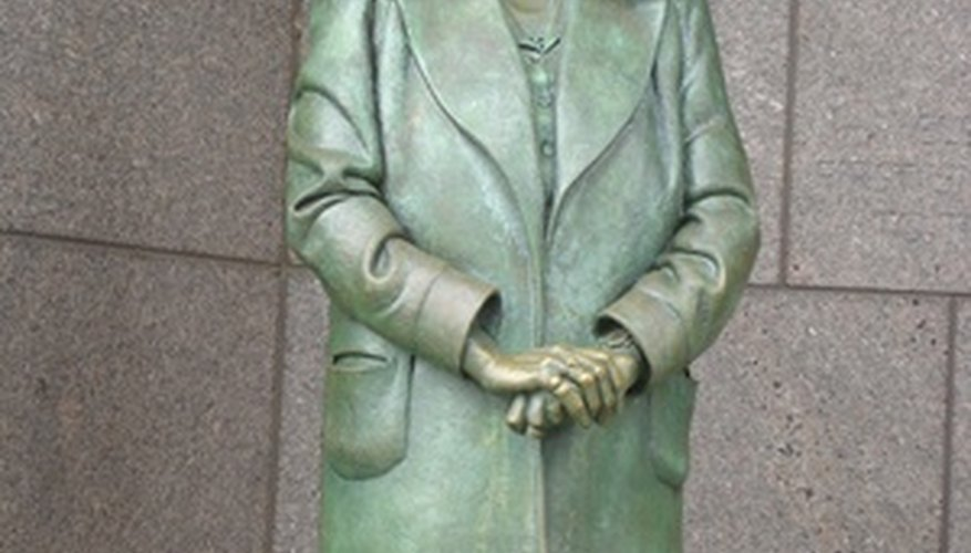 A statue of Eleanor Roosevelt