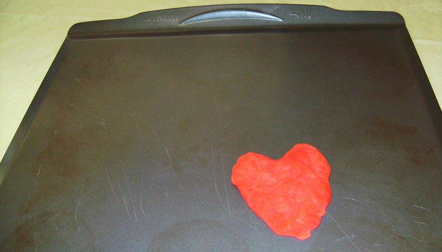 Corazón de masa Play-Doh al horno.