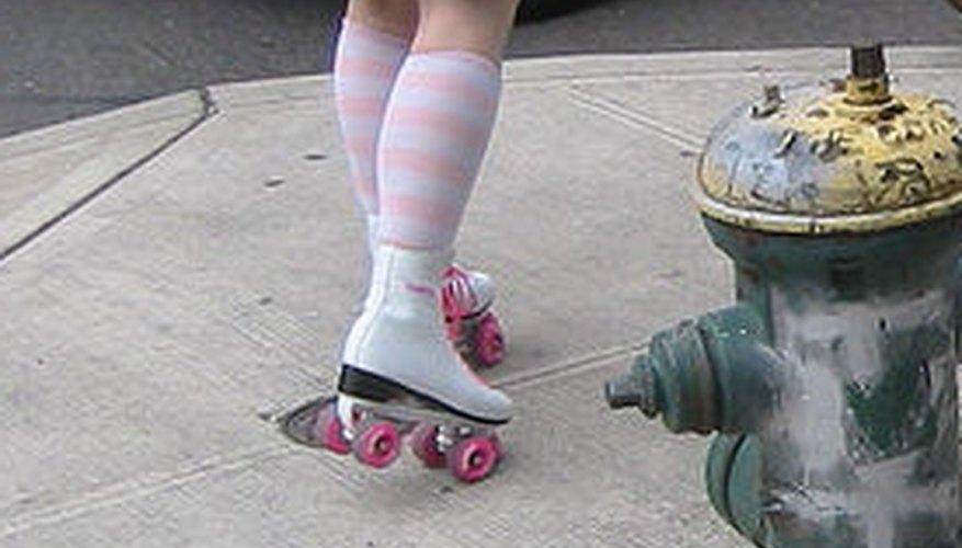 Es irritante frenar con patines de cuatro ruedas.