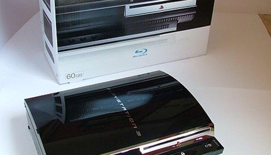 Uno de los saltos tecnológicos más grandes entre los dos sistemas, es que el PlayStation3 usa controles inalámbricos Bluetooth, mientras que el PlayStation 2 usaba controles cableados estándar.
