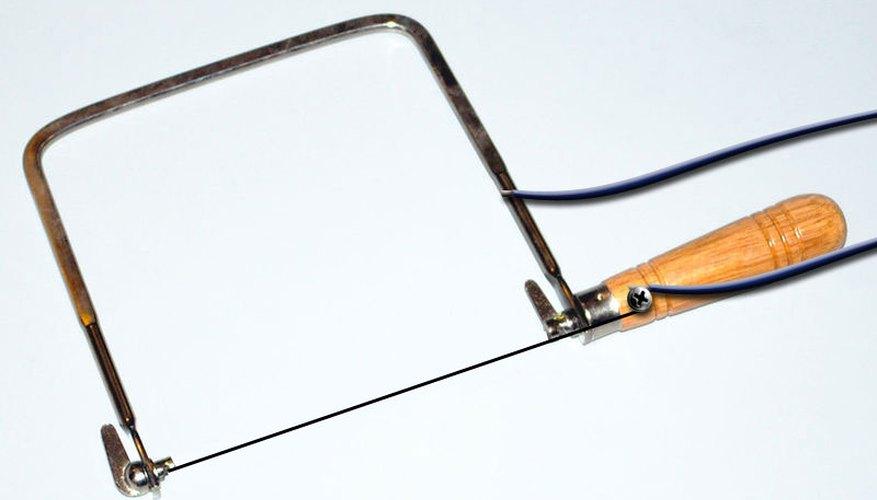 Una manera efectiva de cortar la espuma de poliestireno es el uso de un cuchillo de hoja caliente.
