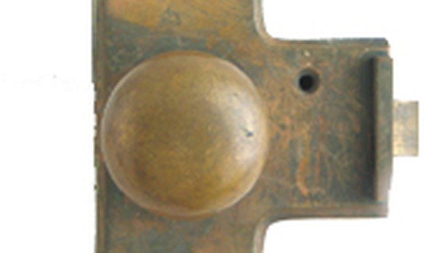 Devolver a las piezas antiguas de metal su apariencia original es una tarea muy reconfortante.