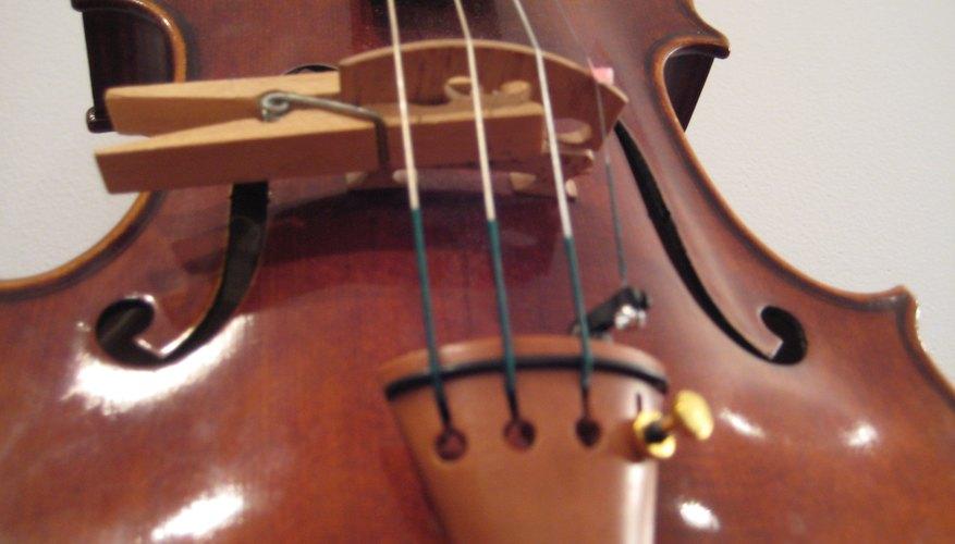 Puedes hacer una sordina para tu violín en una urgencia.