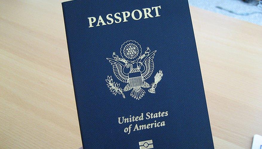 Puedes enviar una solicitud por correo si tu pasaporte vencido no tiene ningún daño.