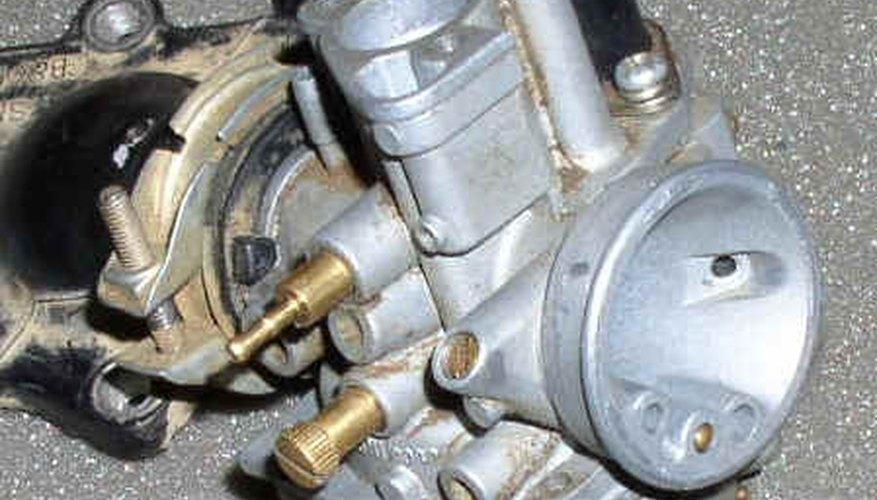 Un carburador básico mostrando los tornillos de ajuste