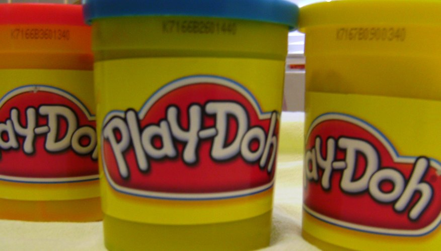 Latas de Play-Doh.