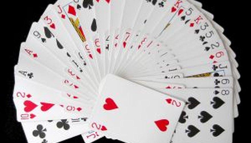 La lectura del futuro con cartas de juego comunes se llama cartomancia.