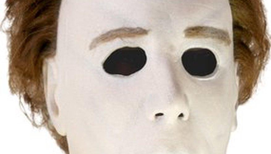 La máscara de Michael Myers ha evolucionado volviéndose más terrorífica con el paso de los años. Sin embargo, la máscara blanca original es la mejor debido a su simpleza. Tú también puedes verte así.