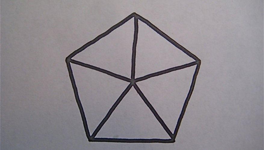 Es posible dividir un pentágono en 5 triángulos iguales.