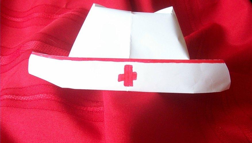 → Cómo hacer un gorro de enfermera de papel  55b67cc11a2