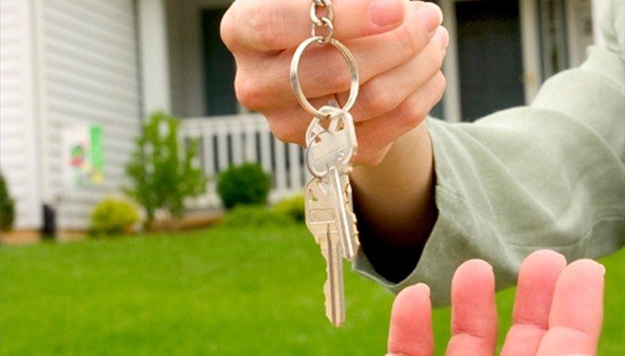 Mucha gente no puede calificar para un préstamo hipotecario por tener mal crédito, ningún historial crediticio o poco efectivo.
