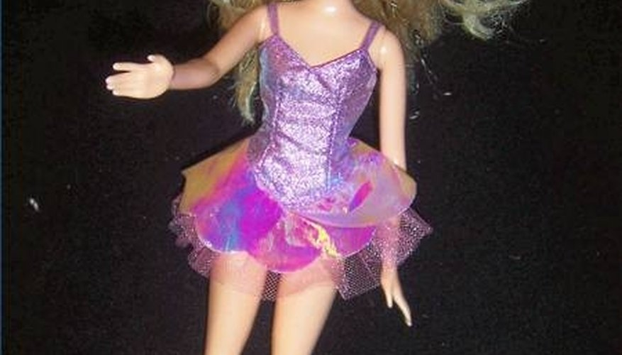 The marking on this doll's back indicates she was made in Indonesia in 2006 but her toothy smile also indicates a post-1990s date of manufacture.