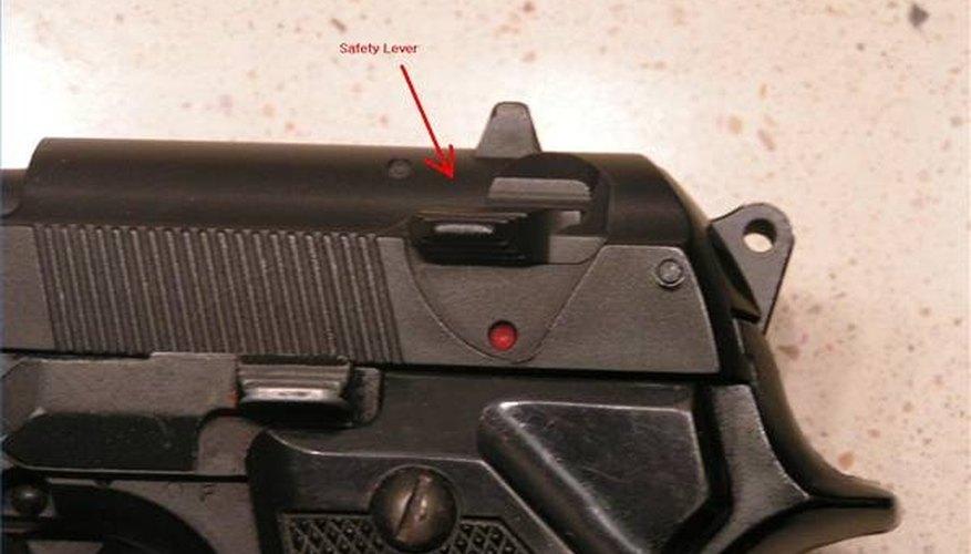 How to Shoot a Beretta 9mm Pistol