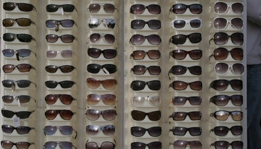 13610822b7 Cómo iniciar un negocio de gafas de sol | Cuida tu dinero
