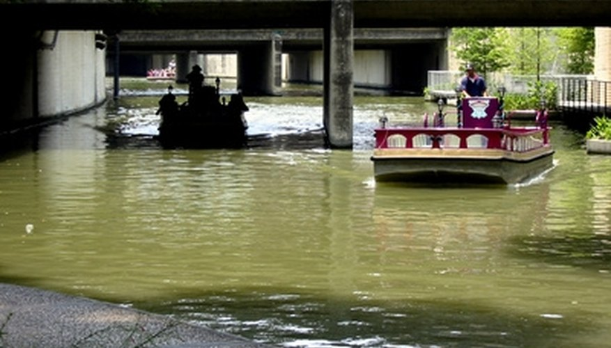 The Texas Riverwalk is a popular weekend getaway for couples.