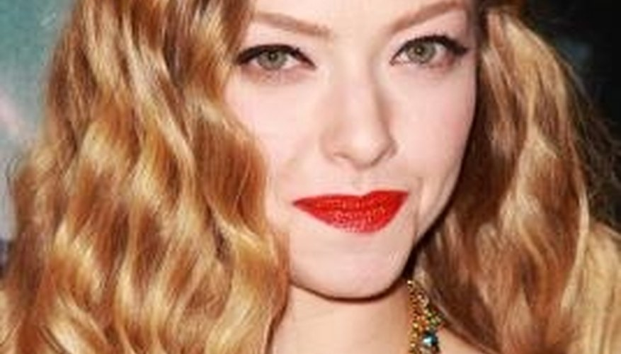 Style your way to pretty romantic waves like Amanda Seyfried.