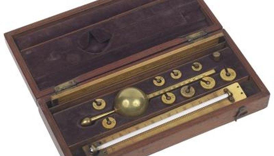 Analog barometers use mercury and gauges with no digital display.