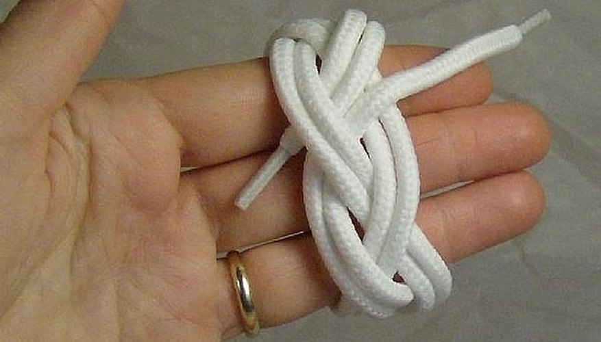 This is a finished sailor's knot. For a bracelet, see How to Make a Sailor's Knot Bracelet.