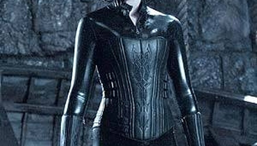 The makeup and costume worn by Kate Beckinsale blends well with the lighting and scenery.