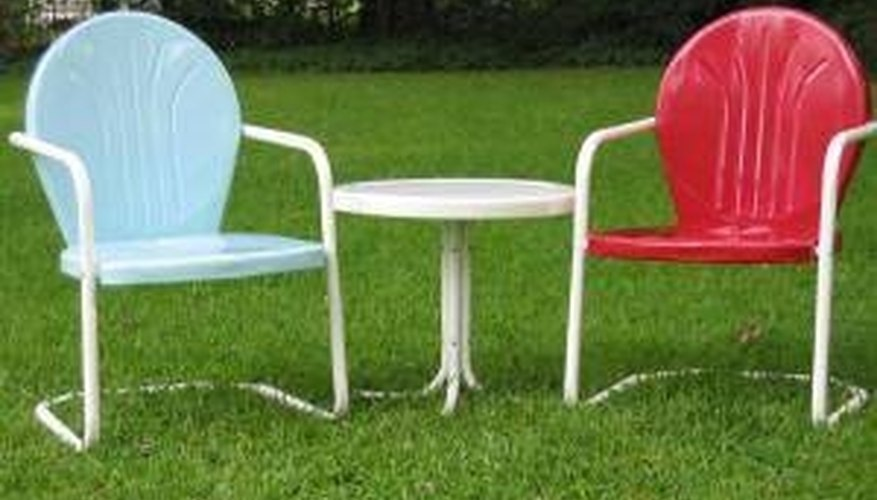 Paint an Old Metal Lawn Chair