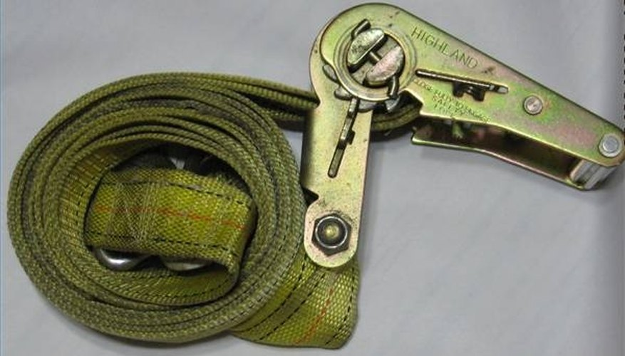 Ratchet lashing strap