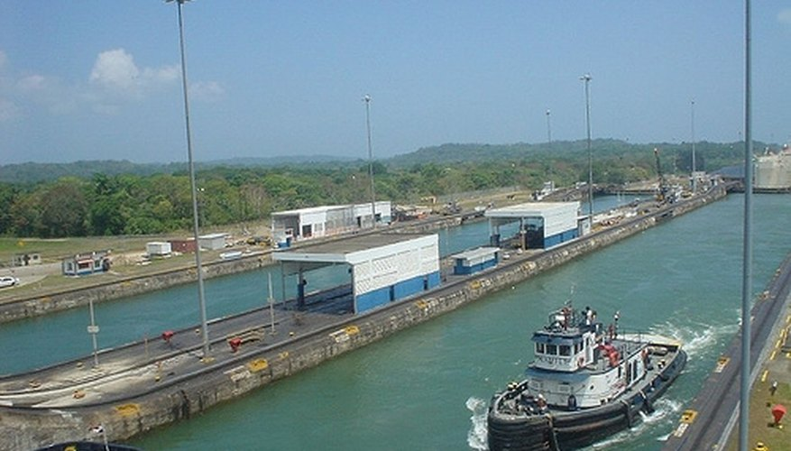 What Two Bodies of Water Does the Panama Canal Connect?