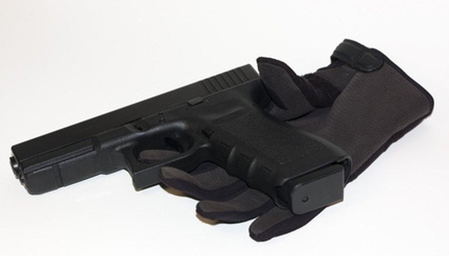 How to Fire a Glock Pistol