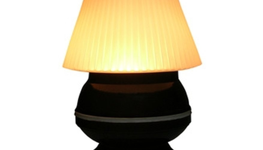 A shade's proportions should match the lamp.