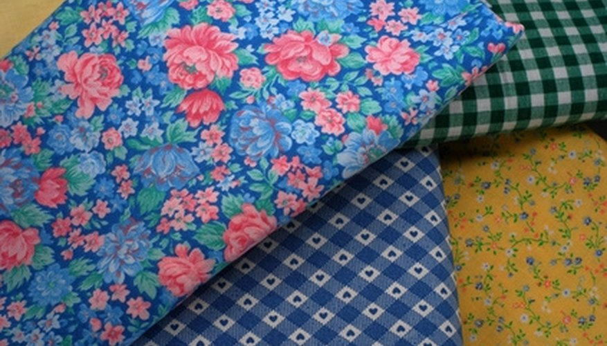 Use patterned or plain fabric for the divider screen.