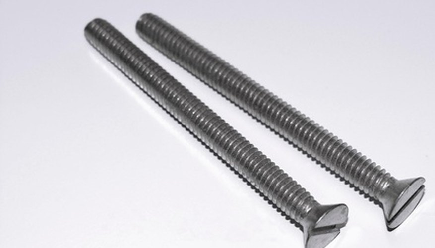 Machine screws in the U.S. conform to SAE standards of threads per inch.