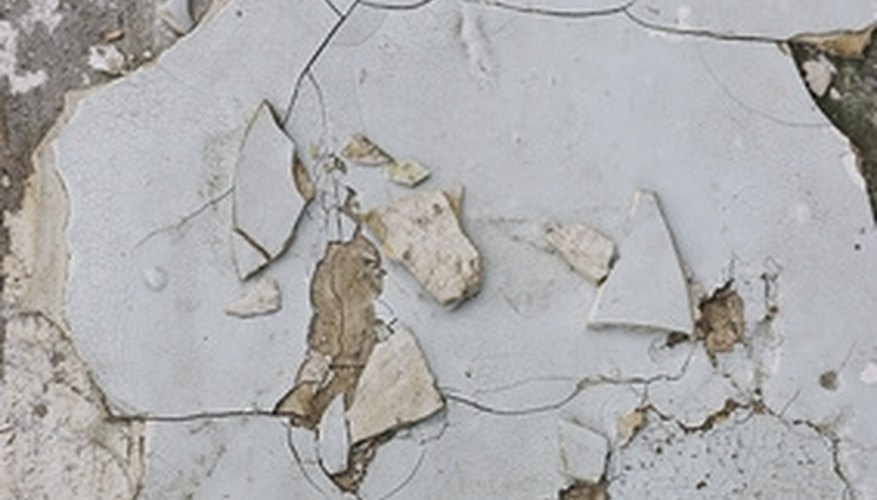 Skimming can make old plaster walls smooth again.