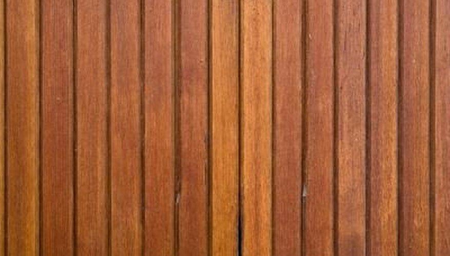 Wood paneling has vertical ridges.