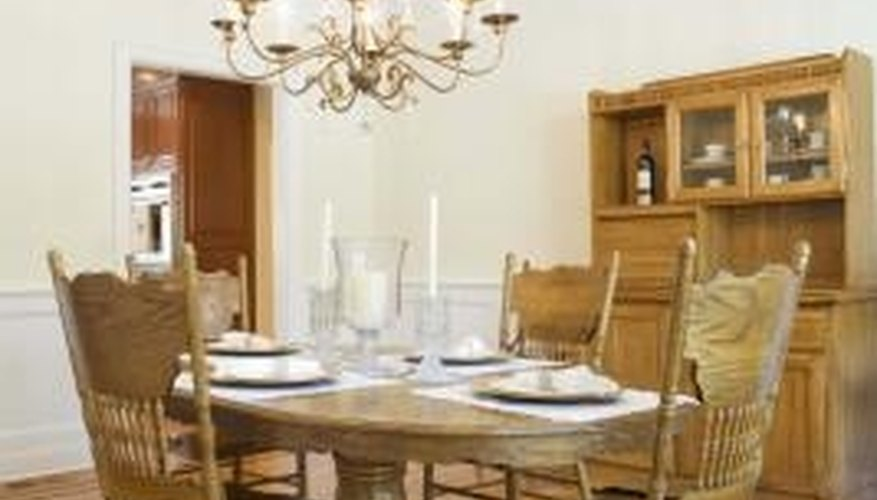 How you decorate your dining room table can set the stage for the entire room.