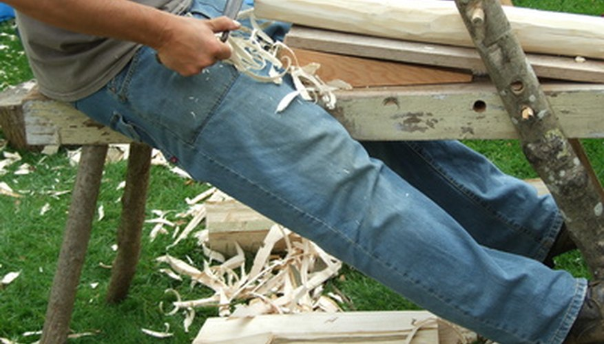 Wood crafts can be used to make products of all sizes.