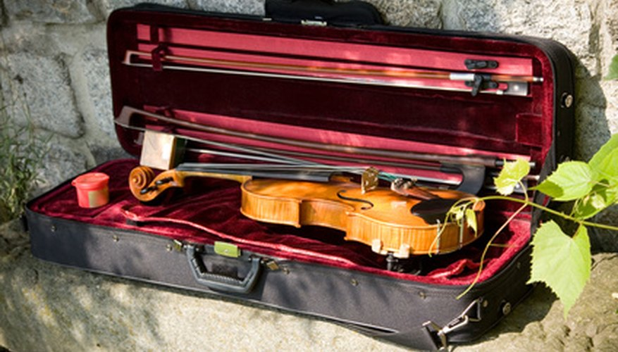 A simple violin case can be handmade to protect your violin from harm.