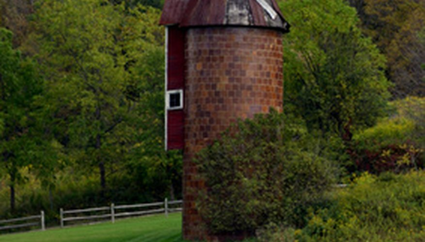 Farm silos are eco-friendly and inexpensive to live in